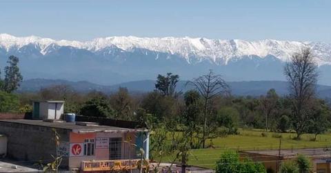 himalayas-mountain-range-1586445463743-1586447367378.jpg
