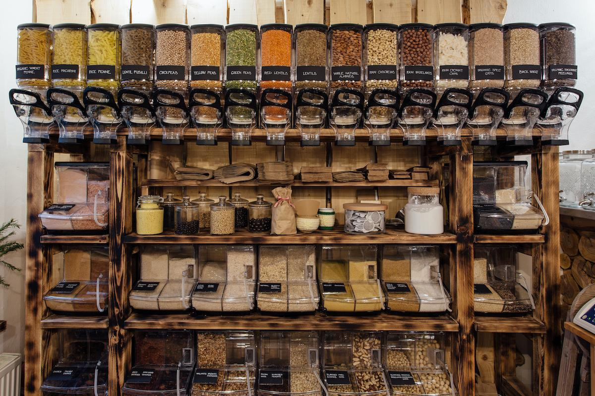czech-drugstores-bulk-machines-reduce-plastic-waste-2-1573576170266.jpg