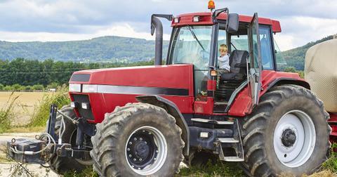 tractor-1539113631459-1539113633850-1577968942799.jpg