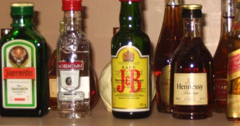 alcoholic_beveragesjpgautoformatandcropfacesandfitcropandq60andw736andixlibjs-11-1570102199887.0