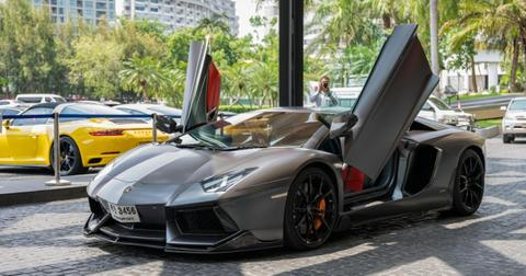 featured-lamborghini-1595961122162-1596031451306.jpg
